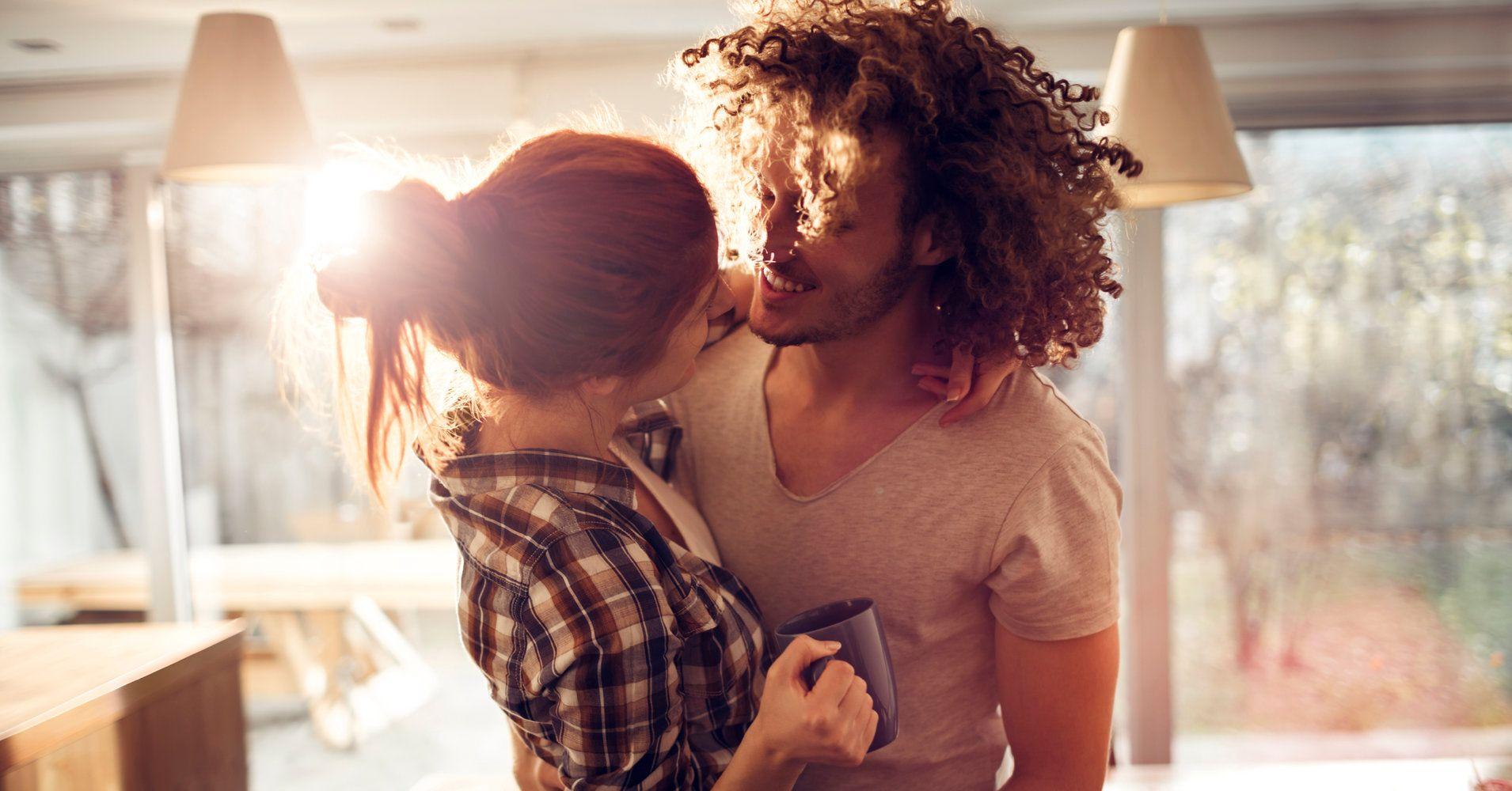 8 choses les couples les plus heureux font tous les matins