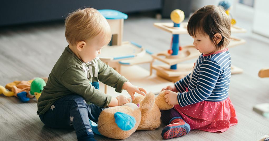 10 choses que mon bébé veut jouer avec plus que ses jouets.