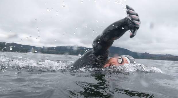 Un homme qui a passé cinq mois à nager autour de la Grande-Bretagne partage son expérience épique