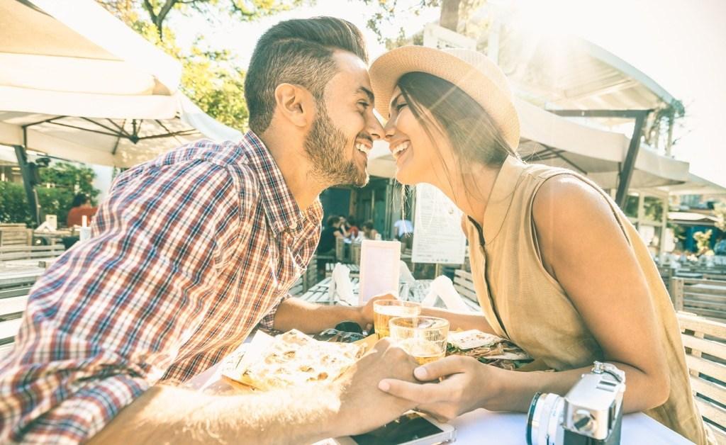 Relation amoureuse : les petits gestes qui aident à préserver la flamme